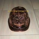 Helm ukir perak, helm ukir, helm tatah, pengrajin helm ukir kotagede, kerajinan helm ukir kotagede. toko helm perak, helm ukir silver, helm ukir tembaga, helm ukir kuningan, helm ukir alumunium, engraved hard hat, engraved hard hat for sale, engraved aluminum hard hat, brass hard hats, copper hard hats, engraved silver hard hat, personalized hard hats, carved hard hat, Carved helmet, hand carved hard hats, engraved hard hats indonesia, Silver carving helmet, custom hard hat, helm ukir pertambangan laut, helm ukir pertambangan darat, helm ukir pertambangan gas, helm tambang, helm ukir pertambangan batubara, custom hard hat, helm pt freeport