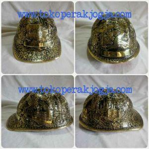 Helm ukir perak, helm ukir, helm tatah, pengrajin helm ukir kotagede, kerajinan helm ukir kotagede. toko helm perak, helm ukir silver, helm ukir tembaga, helm ukir kuningan, helm ukir alumunium, engraved hard hat, engraved hard hat for sale, engraved aluminum hard hat, brass hard hats, copper hard hats, engraved silver hard hat, personalized hard hats, carved hard hat, Carved helmet, hand carved hard hats, engraved hard hats indonesia, Silver carving helmet, custom hard hat, helm ukir pertambangan laut, helm ukir pertambangan darat, helm ukir pertambangan gas, helm tambang, helm ukir pertambangan batubara