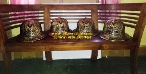 Helm ukir perak, helm ukir, helm tatah, pengrajin helm ukir kotagede, kerajinan helm ukir kotagede. toko helm perak, helm ukir silver, helm ukir tembaga, helm ukir kuningan, helm ukir alumunium, engraved hard hat, engraved hard hat for sale, engraved aluminum hard hat, brass hard hats, copper hard hats, engraved silver hard hat, personalized hard hats, carved hard hat, Carved helmet, hand carved hard hats, engraved hard hats indonesia, Silver carving helmet, custom hard hat, helm ukir pertambangan laut, helm ukir pertambangan darat, helm ukir pertambangan gas, helm tambang
