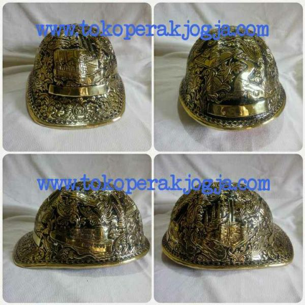 Helm ukir perak, helm ukir, helm tatah, pengrajin helm ukir kotagede, kerajinan helm ukir kotagede. toko helm perak, helm ukir silver, helm ukir tembaga, helm ukir kuningan, helm ukir alumunium, engraved hard hat, engraved hard hat for sale, engraved aluminum hard hat, brass hard hats, copper hard hats, engraved silver hard hat, personalized hard hats, carved hard hat, Carved helmet, hand carved hard hats, engraved hard hats indonesia, Silver carving helmet, custom hard hat, helm ukir pertambangan laut, helm ukir pertambangan darat, helm ukir pertambangan gas, helm tambang, helm ukir pertambangan batubara, engraved hard hats indonesia