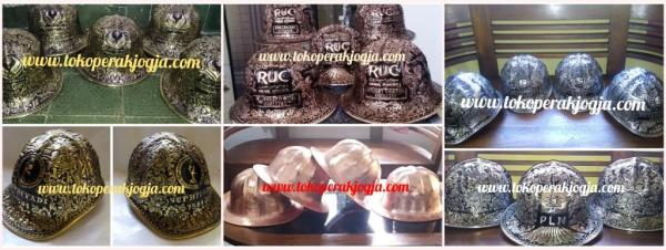 Helm ukir perak, helm ukir, helm tatah, pengrajin helm ukir kotagede, kerajinan helm ukir kotagede. toko helm perak, helm ukir silver, helm ukir tembaga, helm ukir kuningan, helm ukir alumunium, engraved hard hat, engraved hard hat for sale, engraved aluminum hard hat, brass hard hats, copper hard hats, engraved silver hard hat, personalized hard hats, carved hard hat, Carved helmet, hand carved hard hats, engraved hard hats indonesia, Silver carving helmet, custom hard hat, helm ukir pertambangan laut, helm ukir pertambangan darat, helm ukir pertambangan gas, helm tambang, helm ukir pertambangan batubara