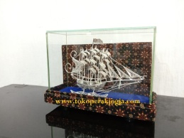 miniatur kapal, miniatur kapal bahan perak silver kotagede, kerajinan miniatur kotagede, miniatur kapal pinisi, mimatur kapal finisi, miniatur kapal konstitusi
