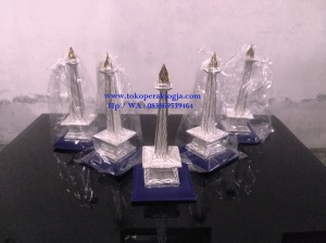 miniatur tugu yogyakarta bahan silver, kerajinan miniatur silver kotagede, kerajinan khas kotagede, miniatur silver, kerajinan perak kotagede, miniatur monas jakarta bahan silver, miniatut tugu jogja, souvenir jaogja, souvenir seminar, souvenir khas yogyakarta, souvenir pensiun